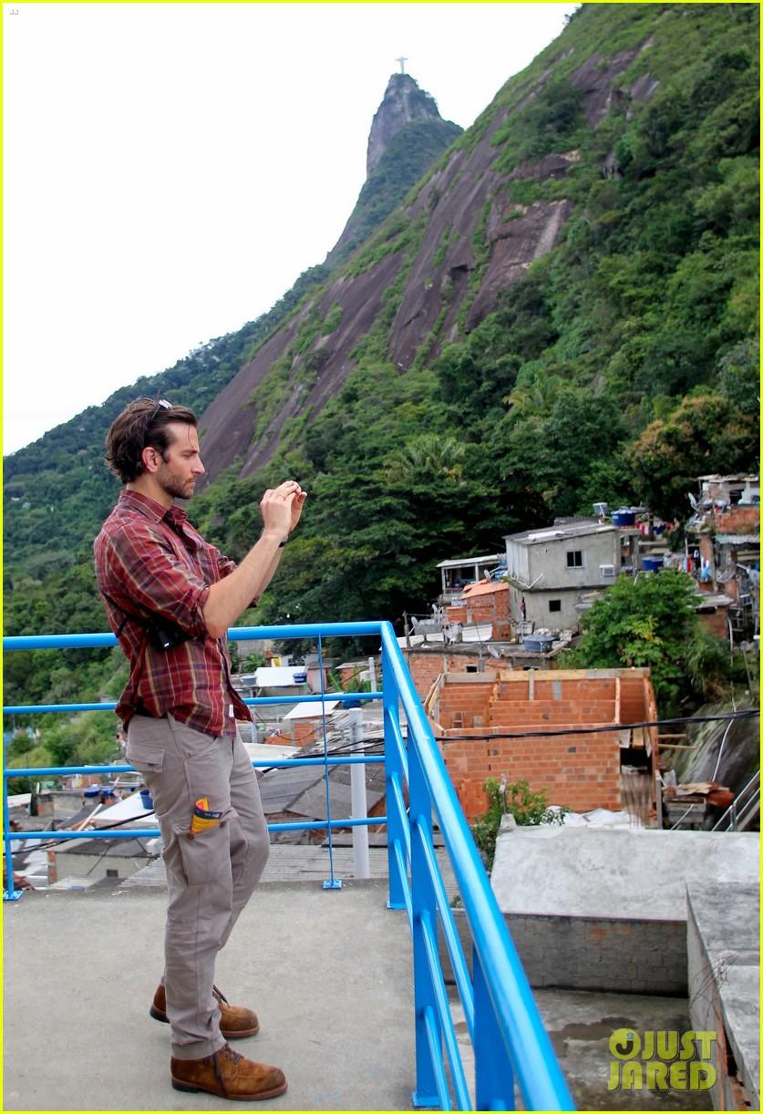 bradley cooper visits santa marta favela with ed helms 102880842