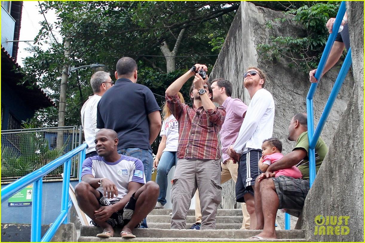 bradley cooper visits santa marta favela with ed helms 152880847
