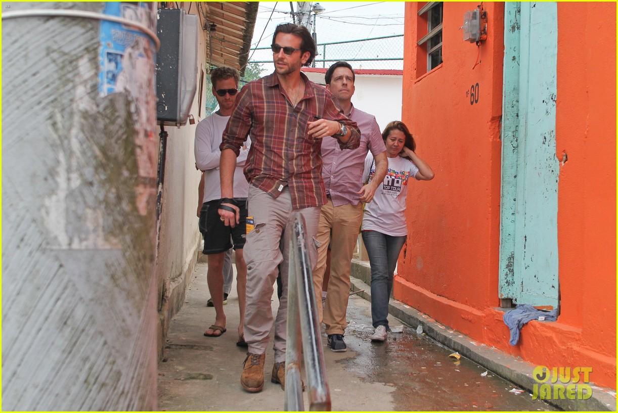 bradley cooper visits santa marta favela with ed helms 192880851