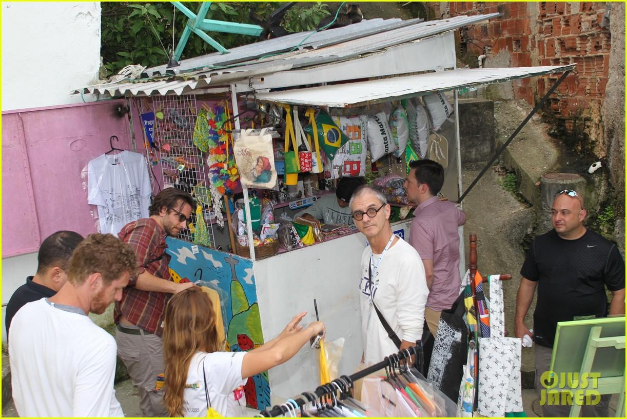 bradley cooper visits santa marta favela with ed helms 222880854