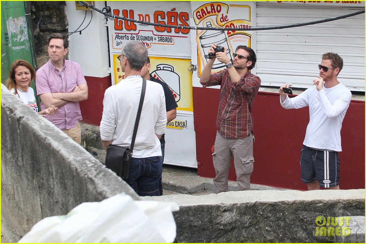 bradley cooper visits santa marta favela with ed helms 292880861