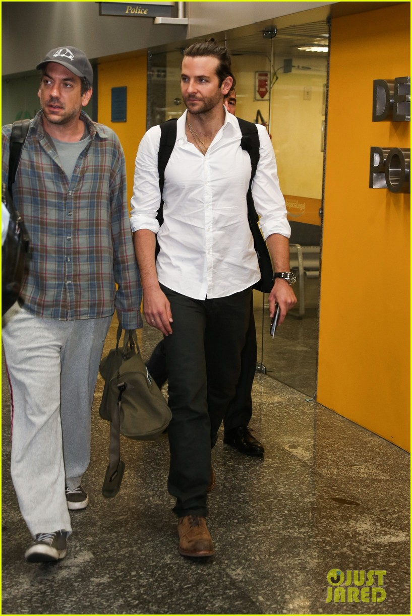 bradley cooper shirtless after brazil arrival with hangover guys 32