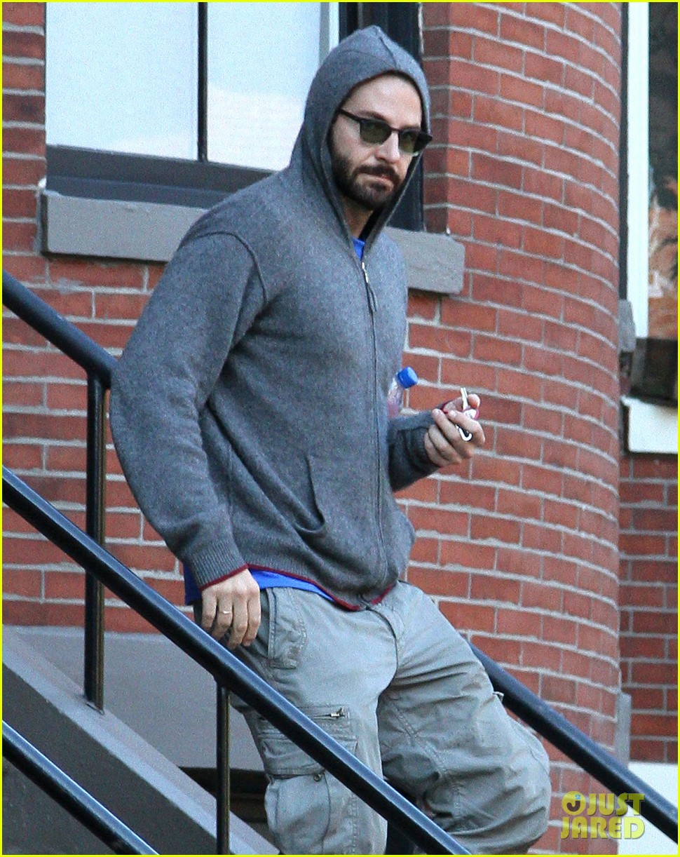bradley cooper boston strong on american hustle set 142871429