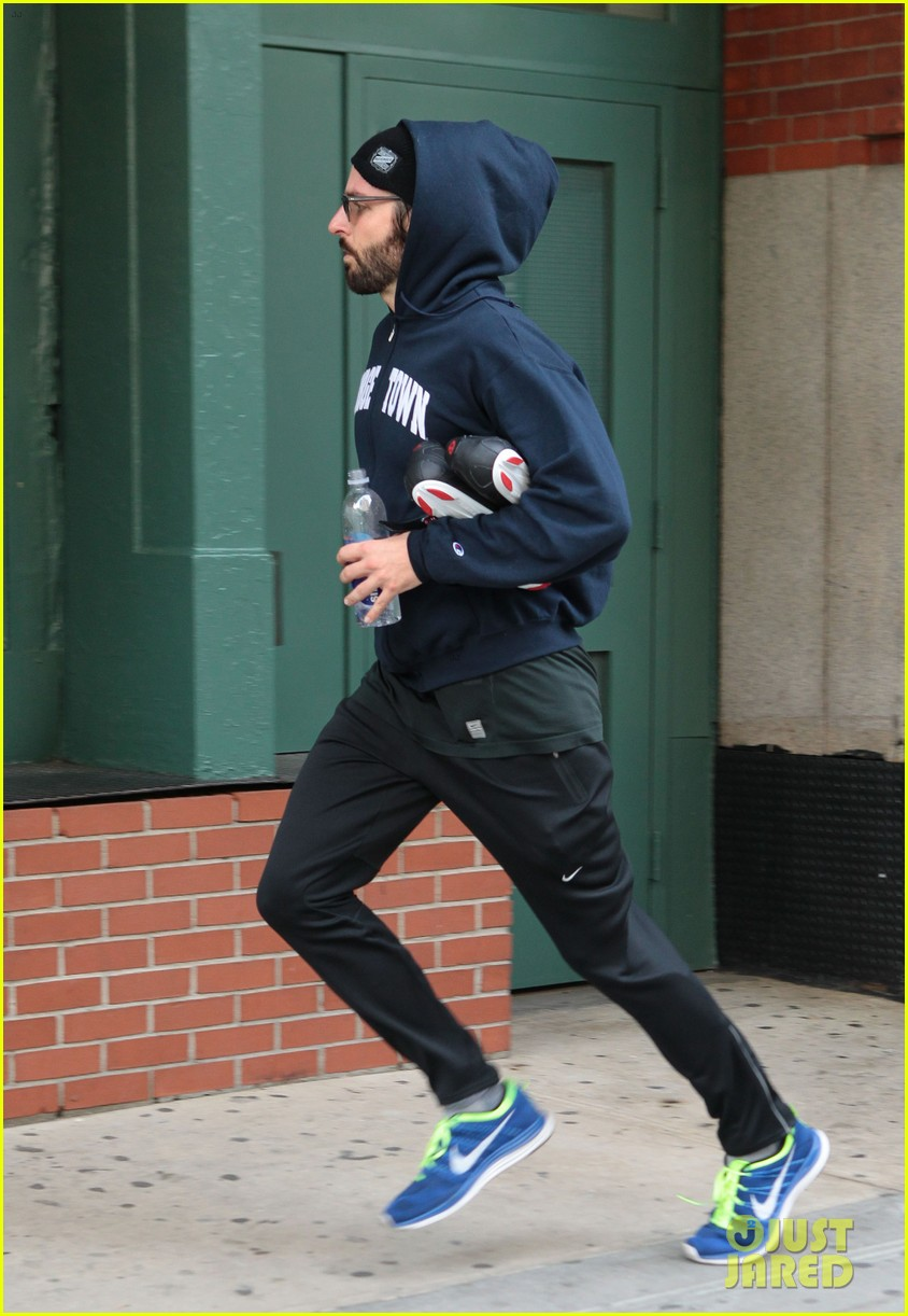 bradley cooper works out before filming american hustle 012873316