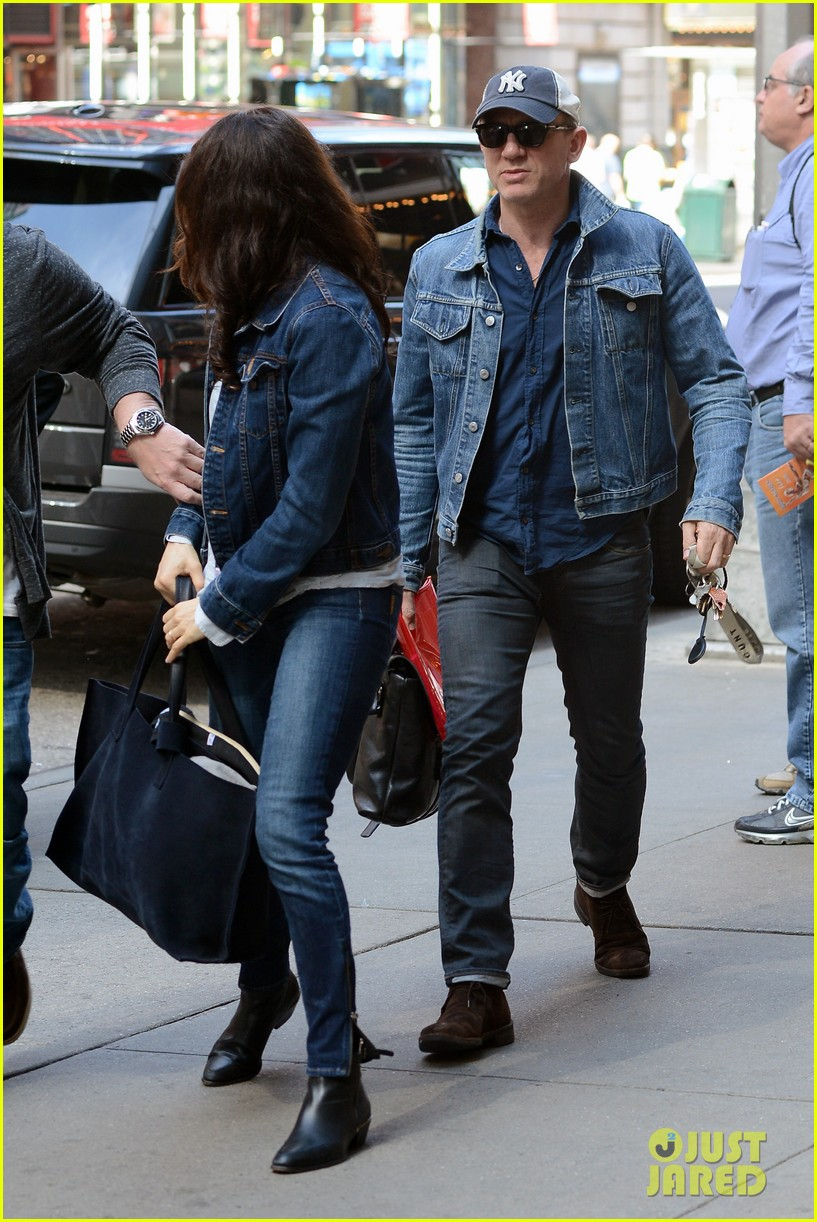 daniel craig rachel weisz denim jacket duo 032867873