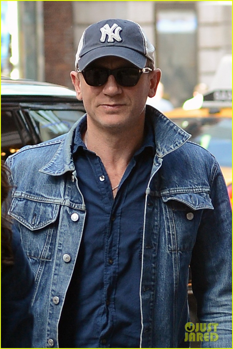 daniel craig rachel weisz denim jacket duo 042867874