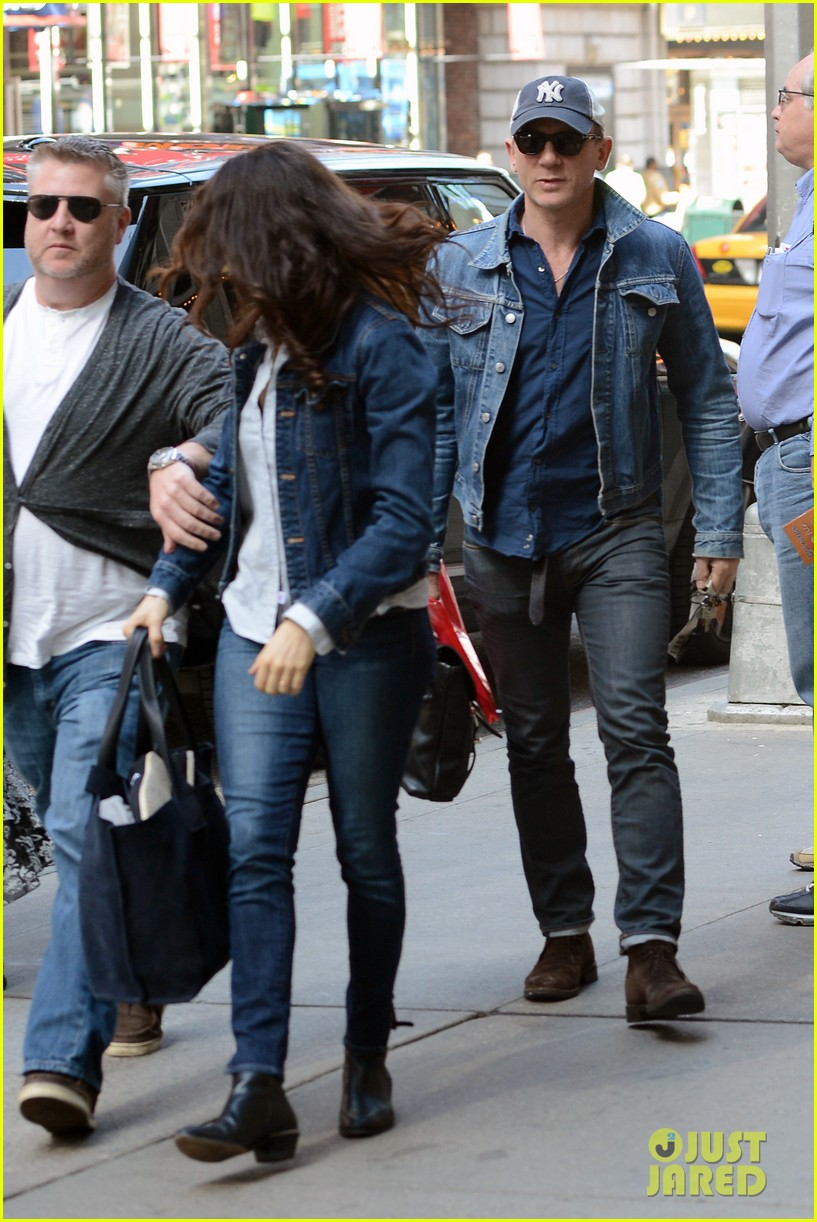 daniel craig rachel weisz denim jacket duo 122867882