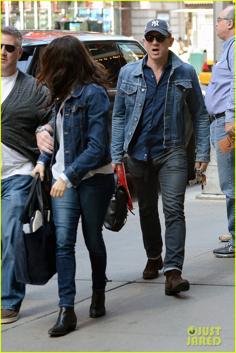 daniel craig rachel weisz denim jacket duo 132867883