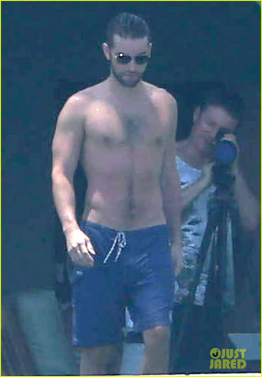 chace crawford shirtless cabo vacation with rachelle goulding 012878779