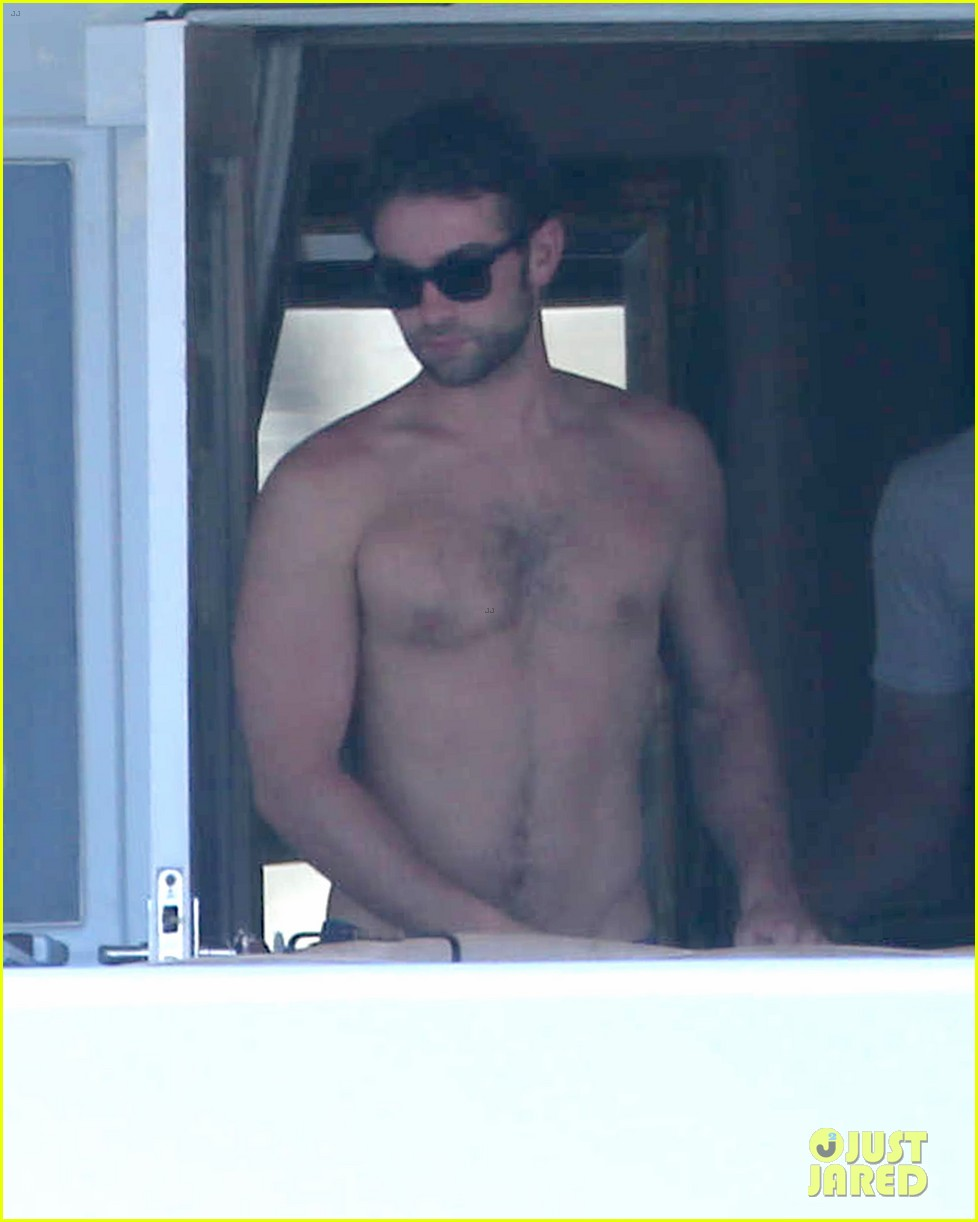 chace crawford shirtless cabo vacation with rachelle goulding 042878782