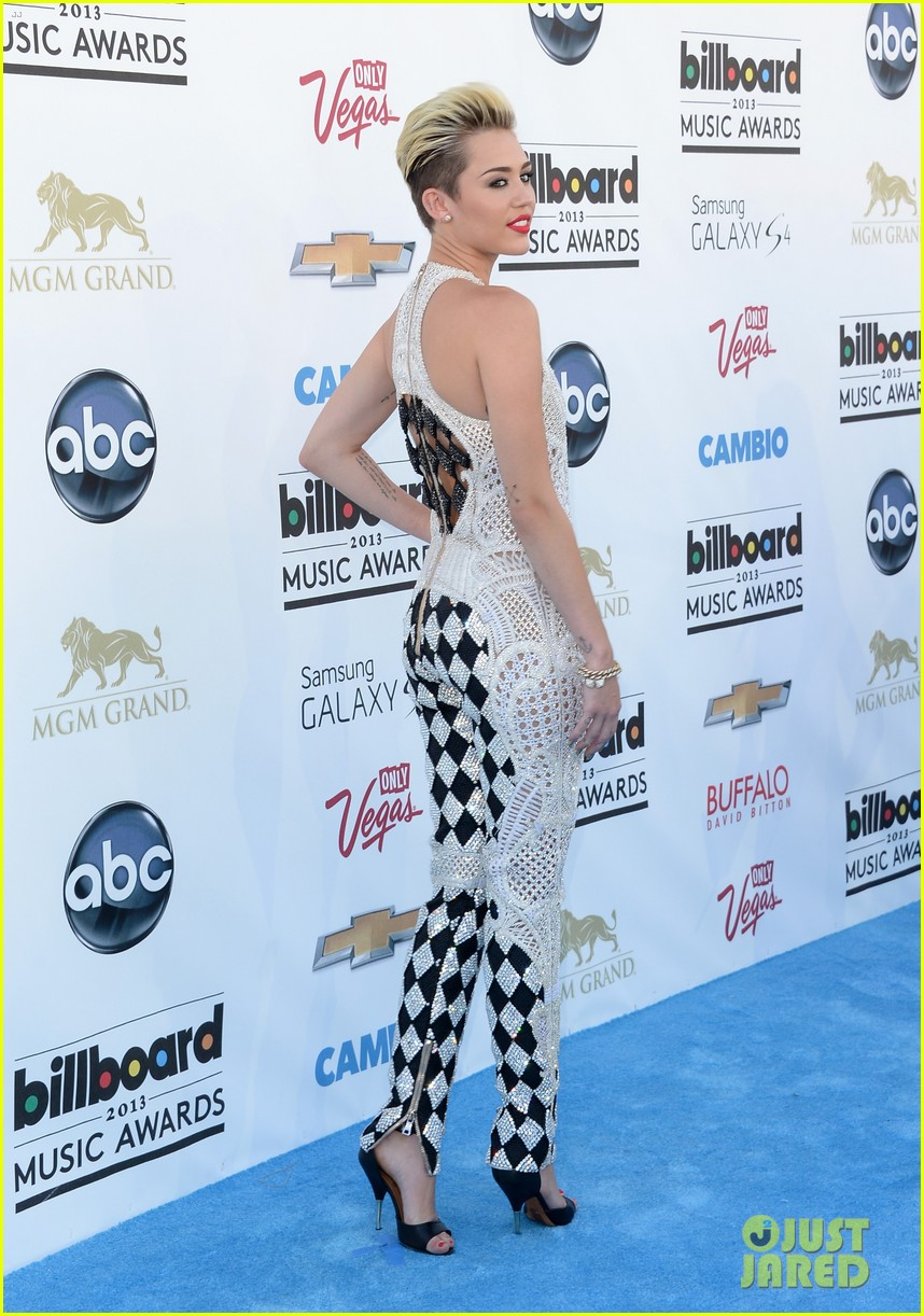 miley cyrus billboard music awards 2013 red carpet 01