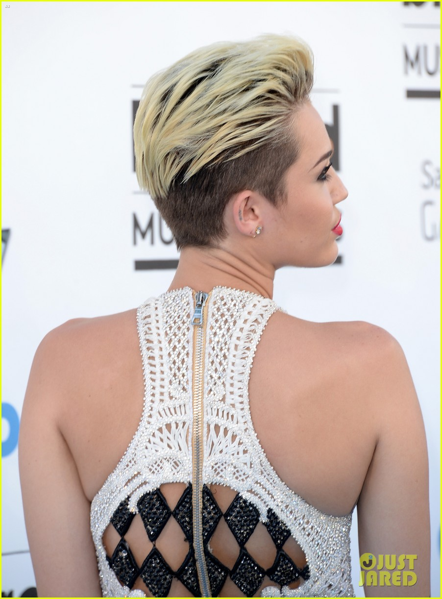 miley cyrus billboard music awards 2013 red carpet 04