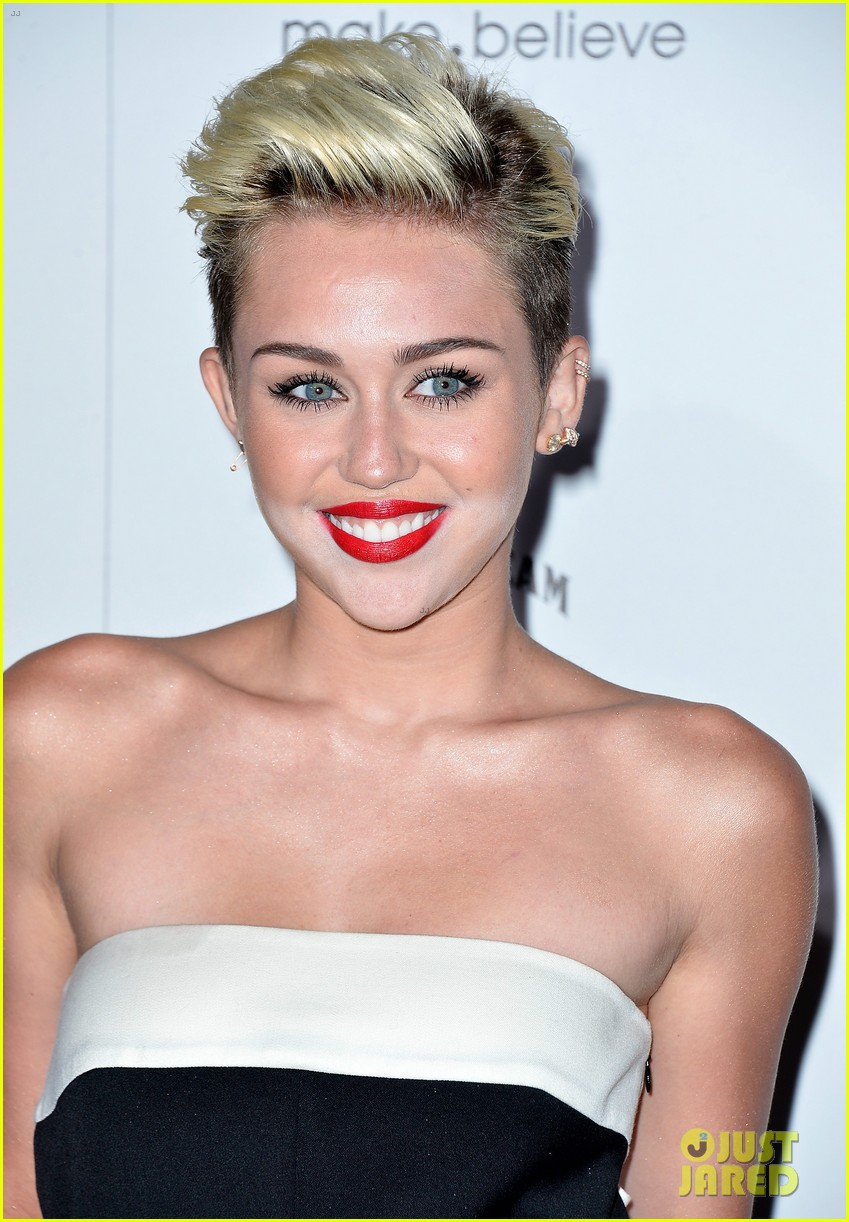 miley cyrus maxim hot 100 party 09