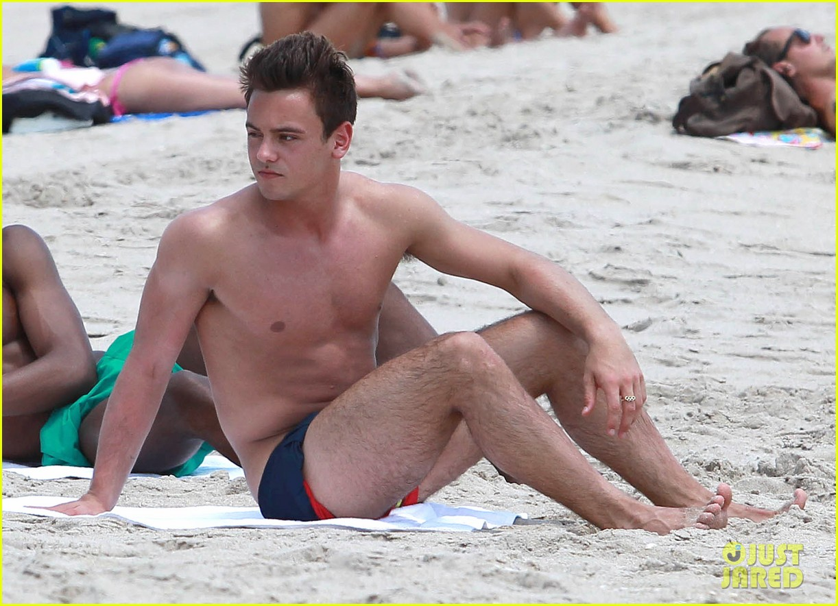 tom daley shirtless beach vacation 042866014