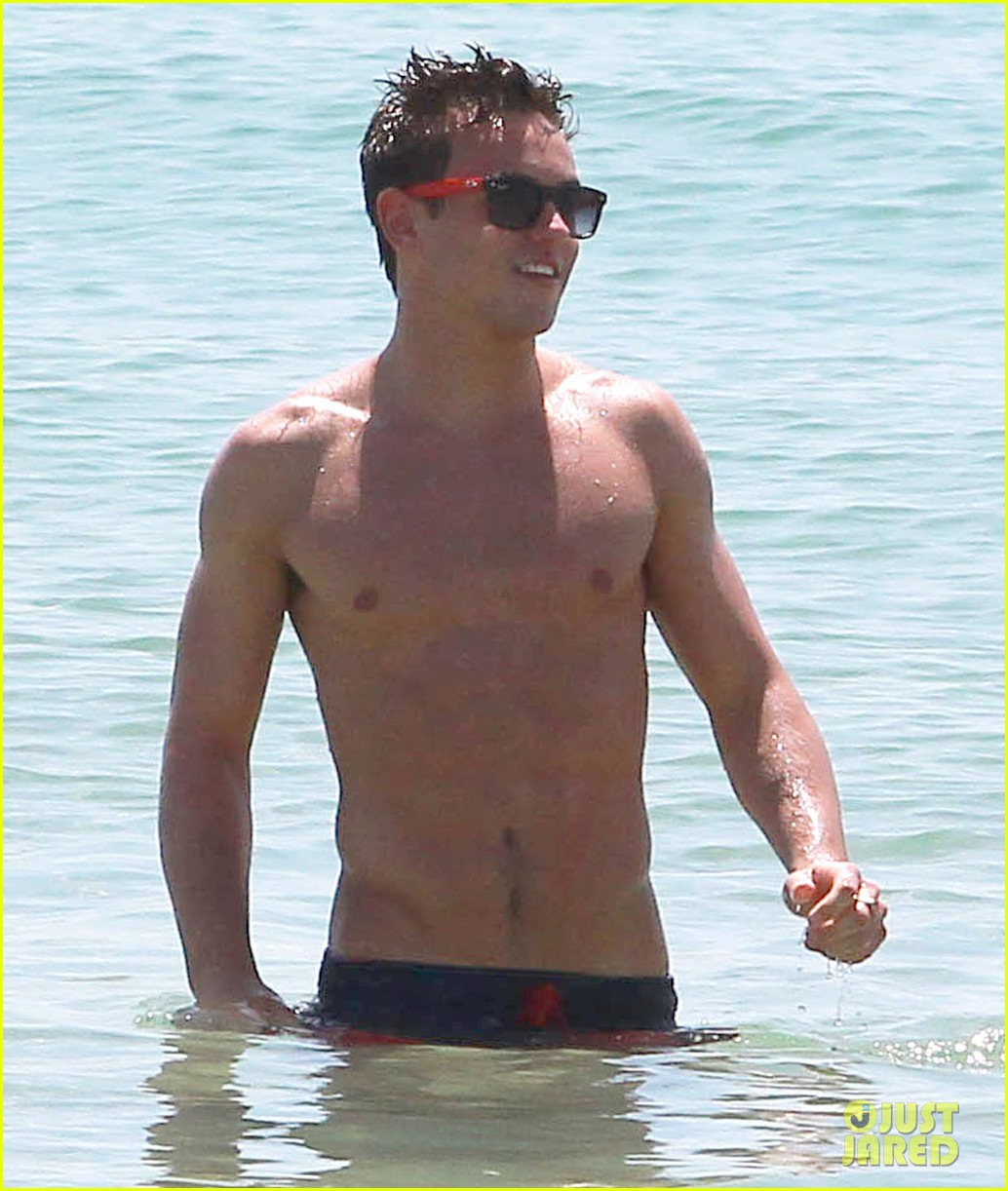 tom daley shirtless beach vacation 062866016