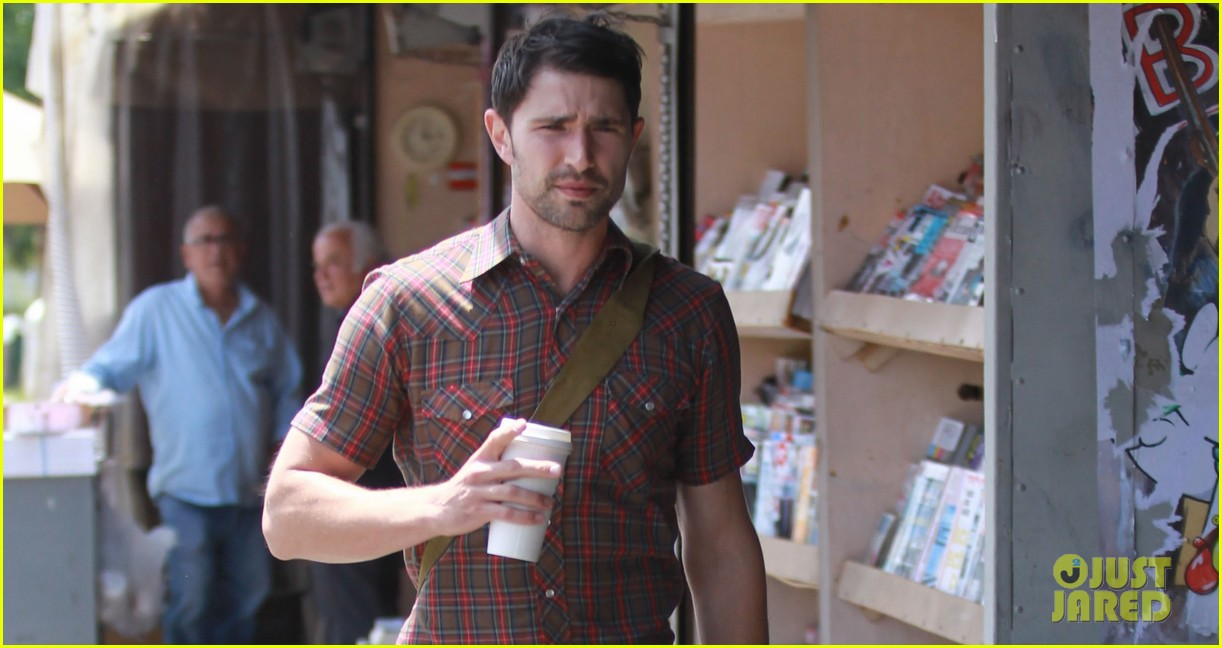 matt dallas gets caffeinated at kings road cafe 01