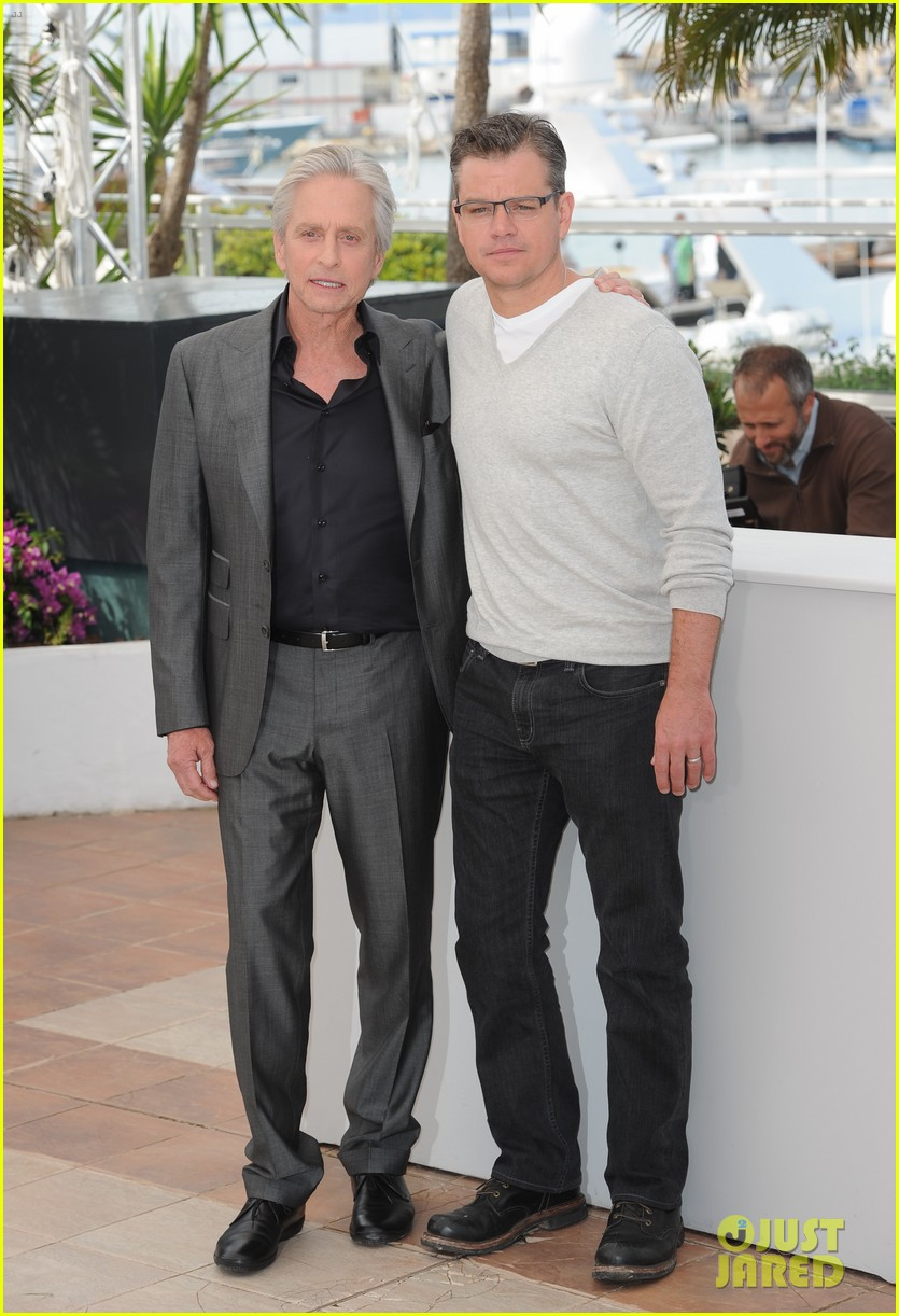 matt damon michael douglas cannes behind the candelabra photo call 03