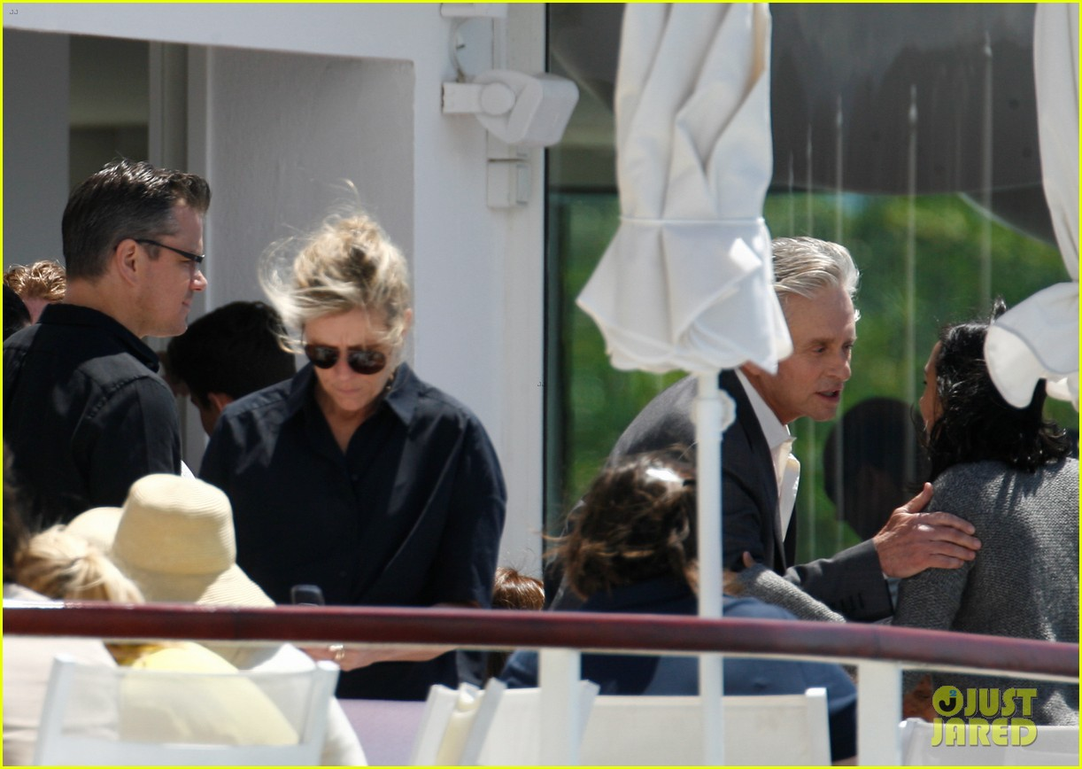 matt damon family dinner with michael douglas 062873739