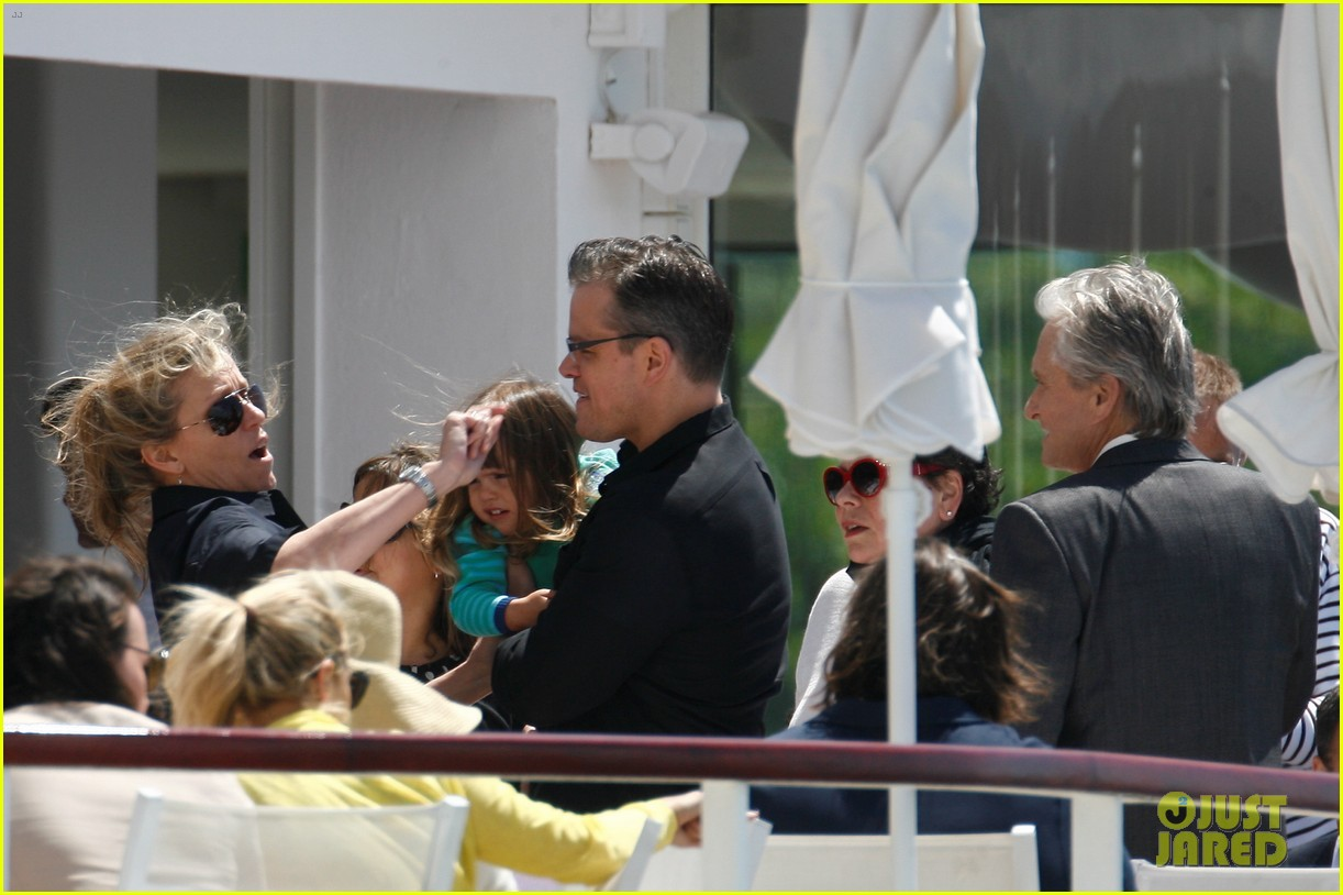 matt damon family dinner with michael douglas 072873740