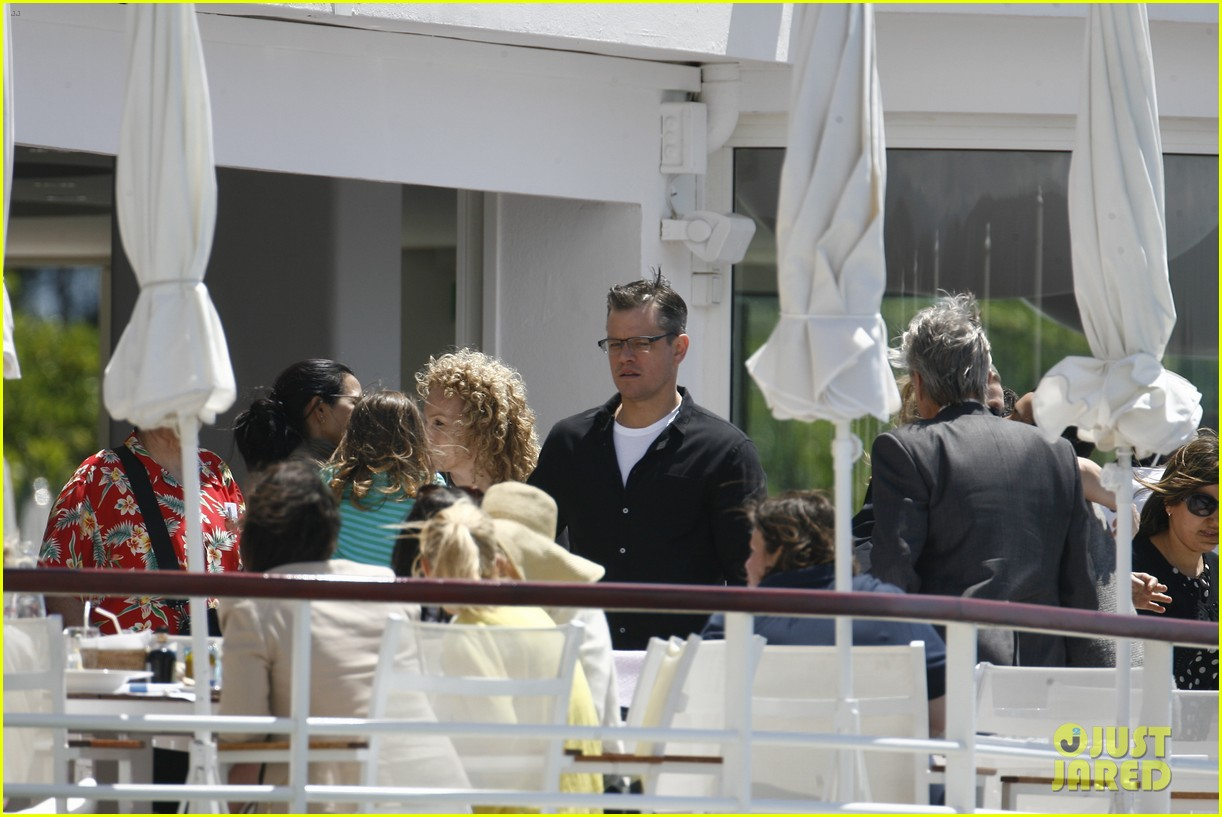 matt damon family dinner with michael douglas 26