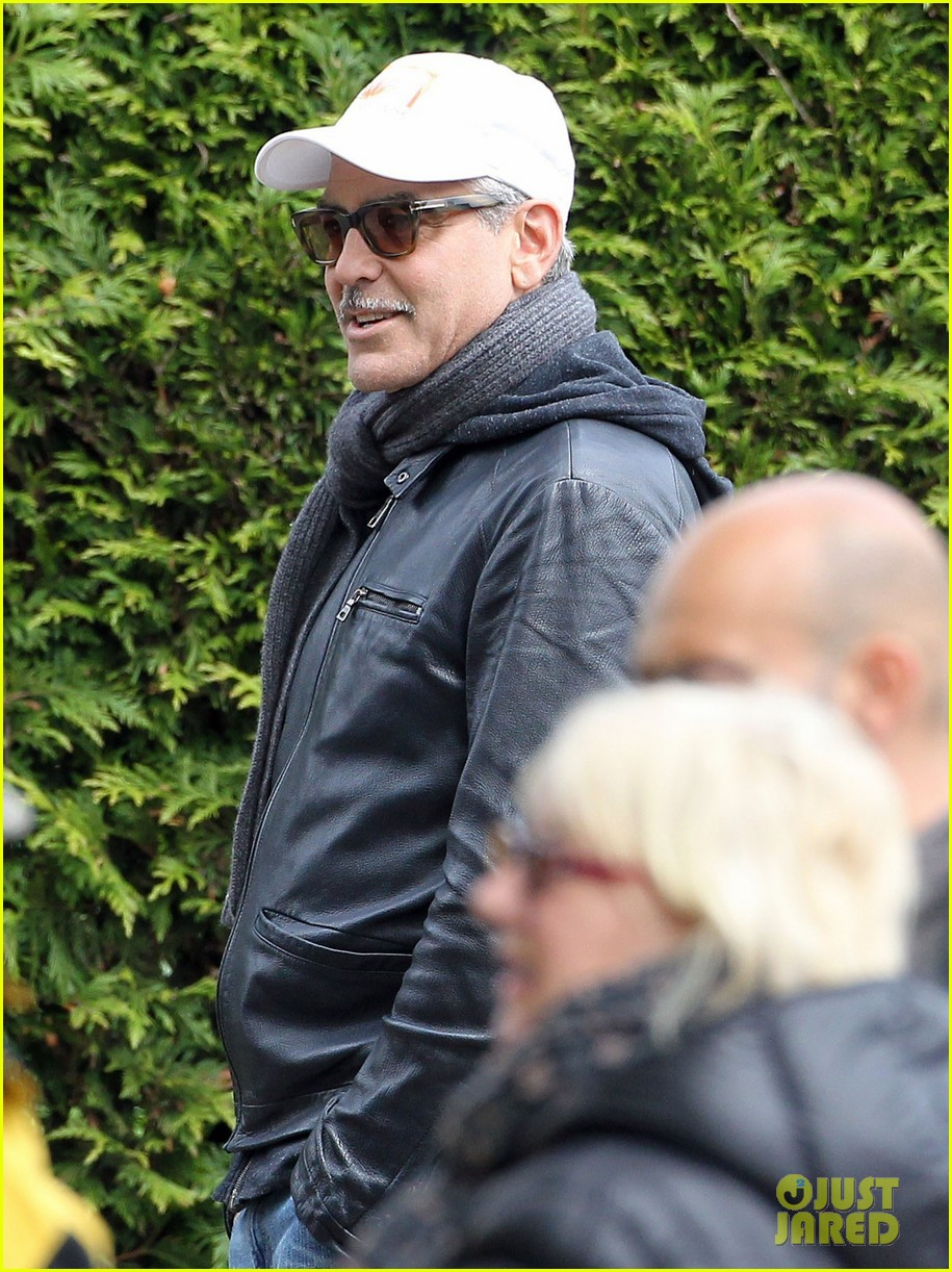 matt damon george clooney get to work on monuments men 102880924