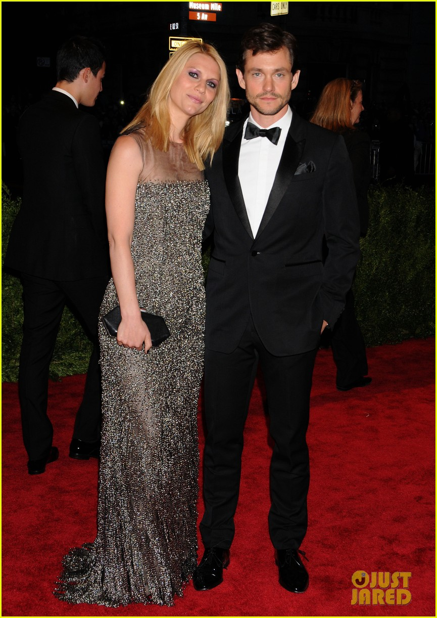 claire danes hugh dancy met ball 2013 red carpet 03