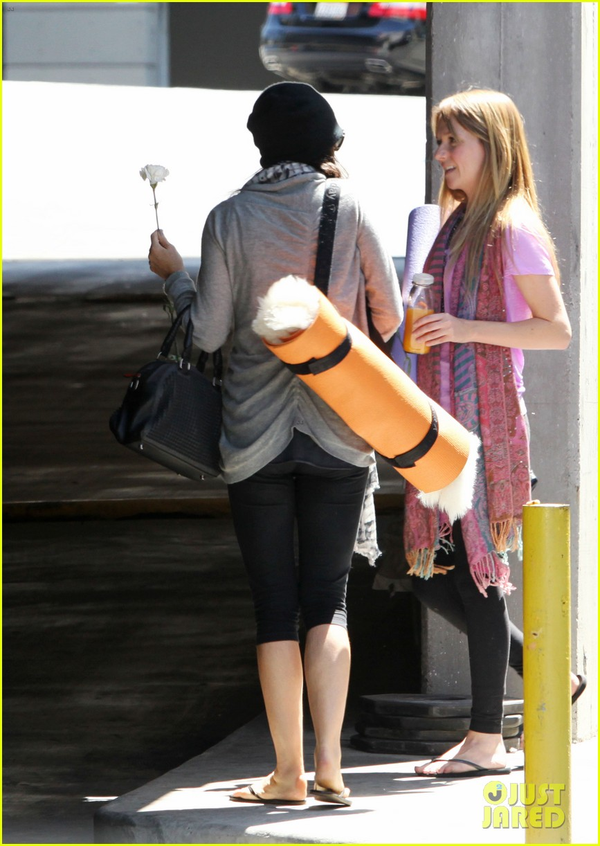 demi lovato carries a white rose out of yoga class 142869001