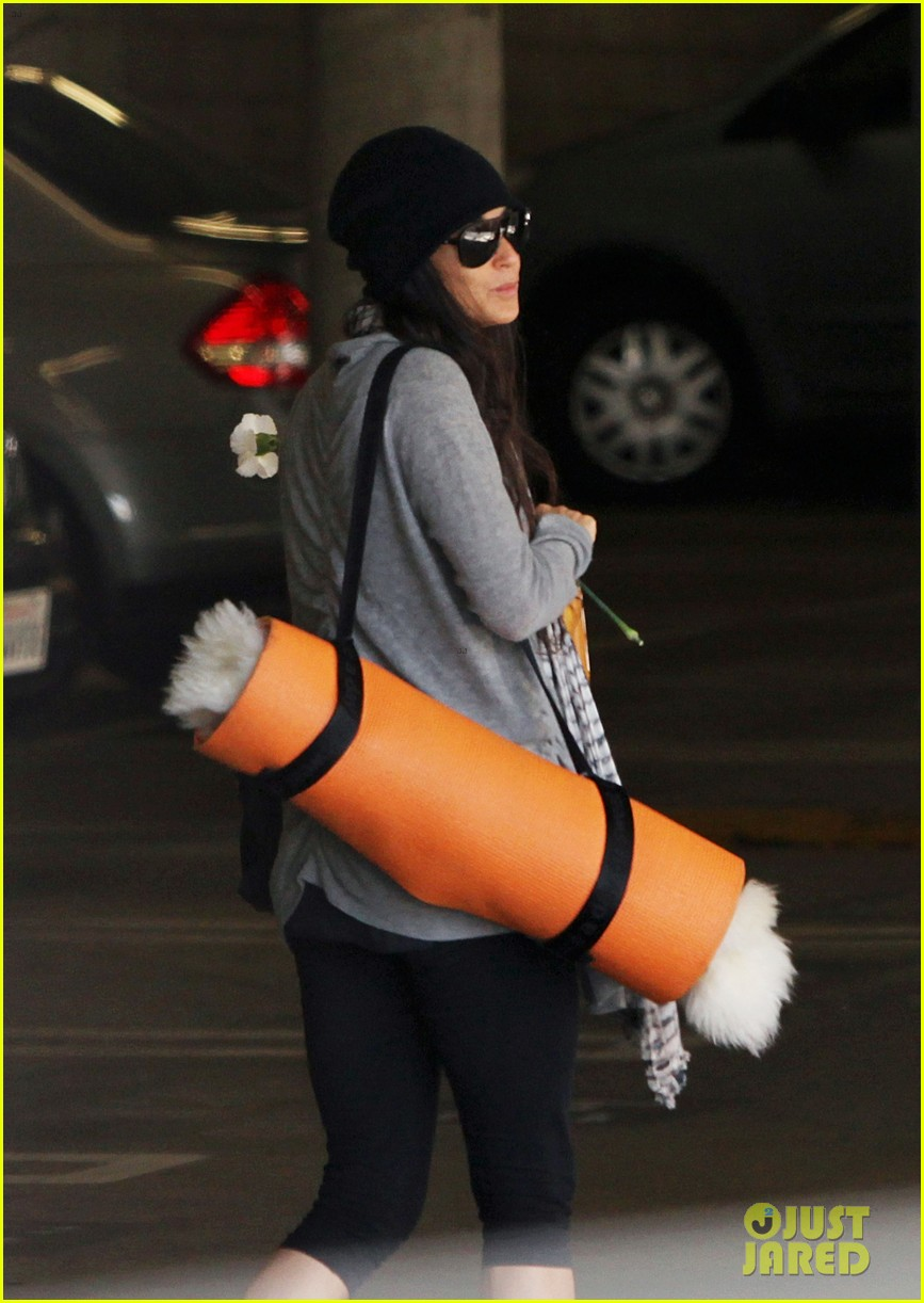demi lovato carries a white rose out of yoga class 172869004