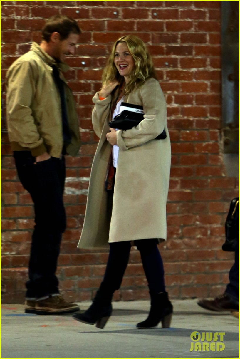 drew barrymore giggles after dinner date with will kopelman 012867394