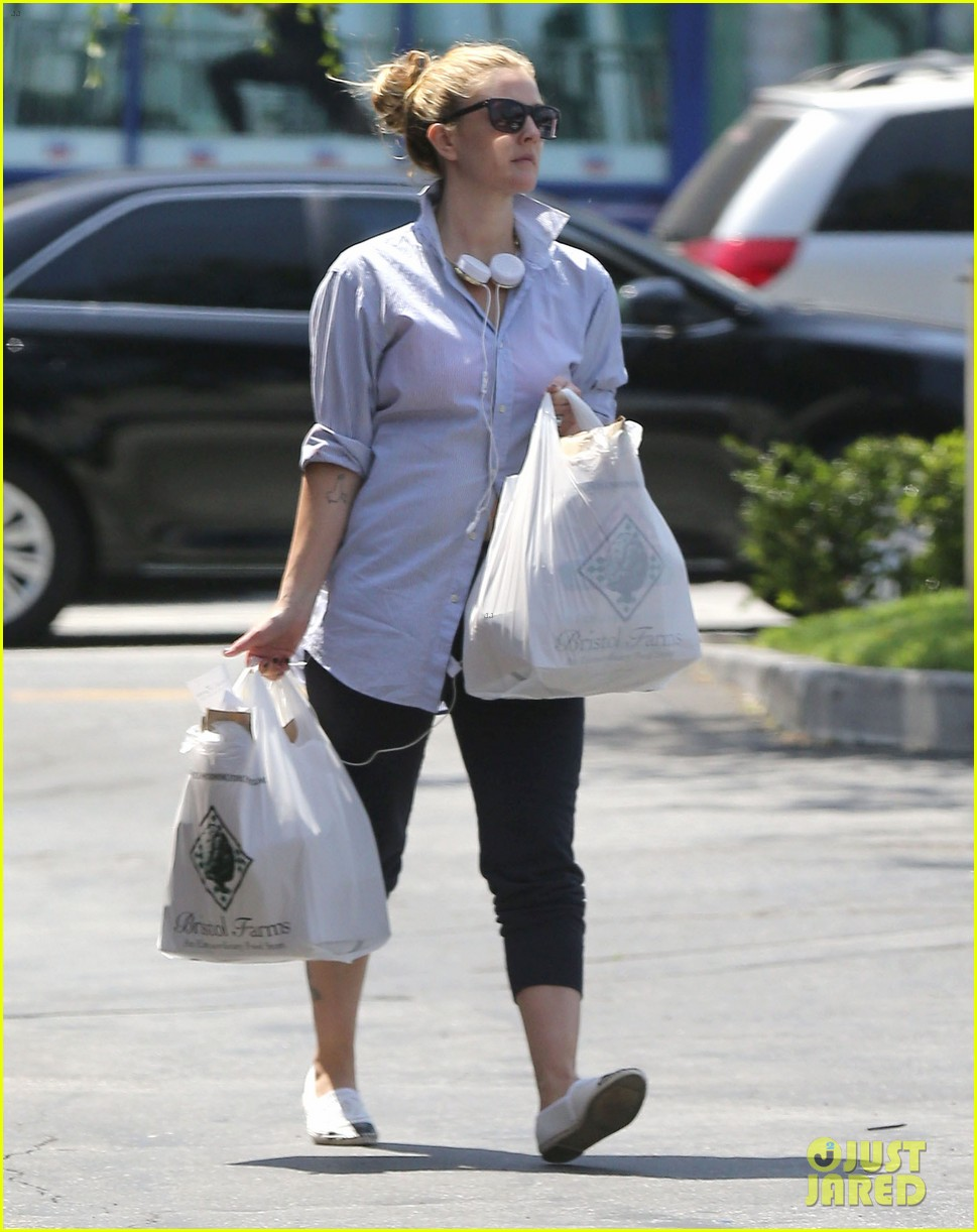drew barrymore yoga and groceries in weho 012864208