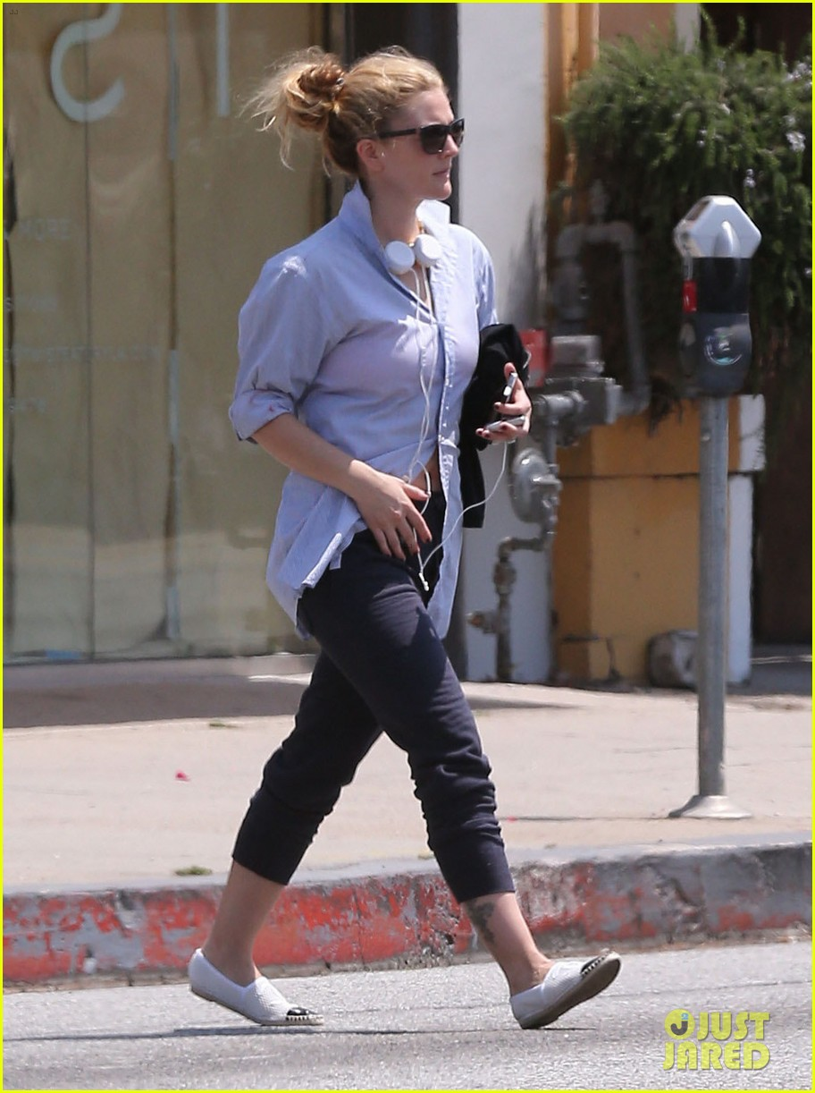 drew barrymore yoga and groceries in weho 112864218