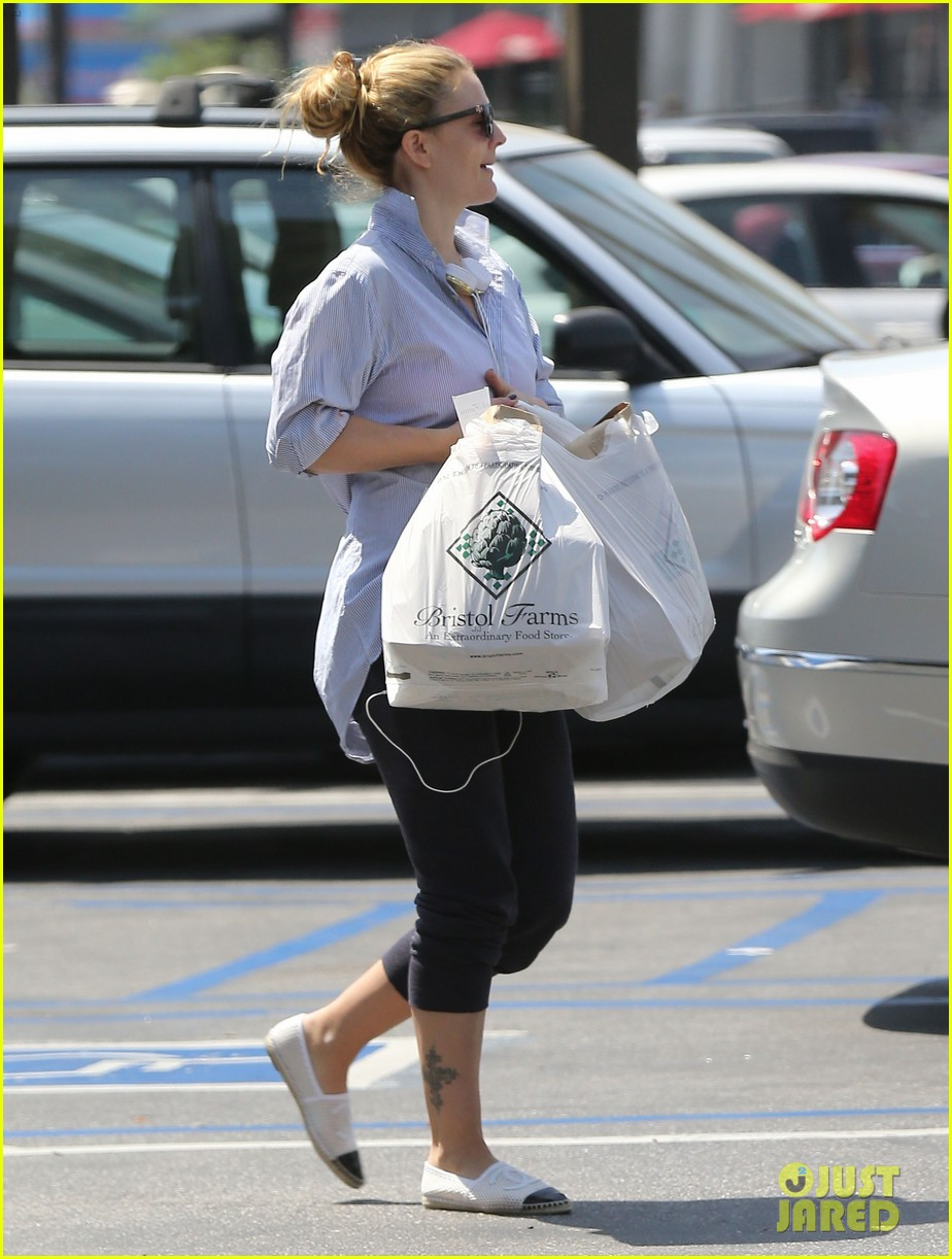 drew barrymore yoga and groceries in weho 162864223