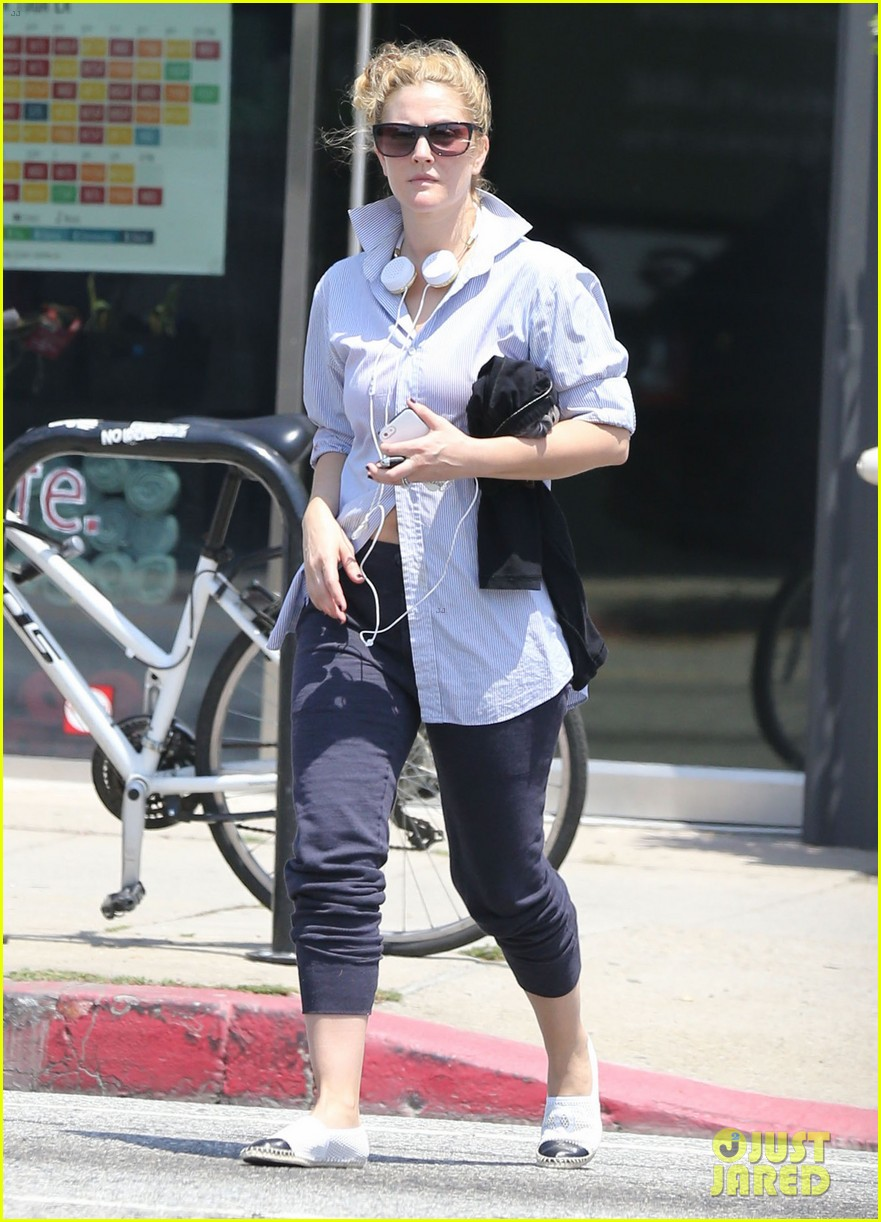 drew barrymore yoga and groceries in weho 172864224