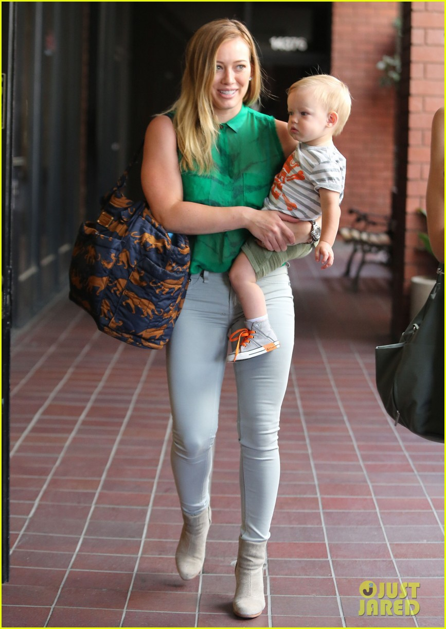 hilary duff feeling green with baby luca 012877274