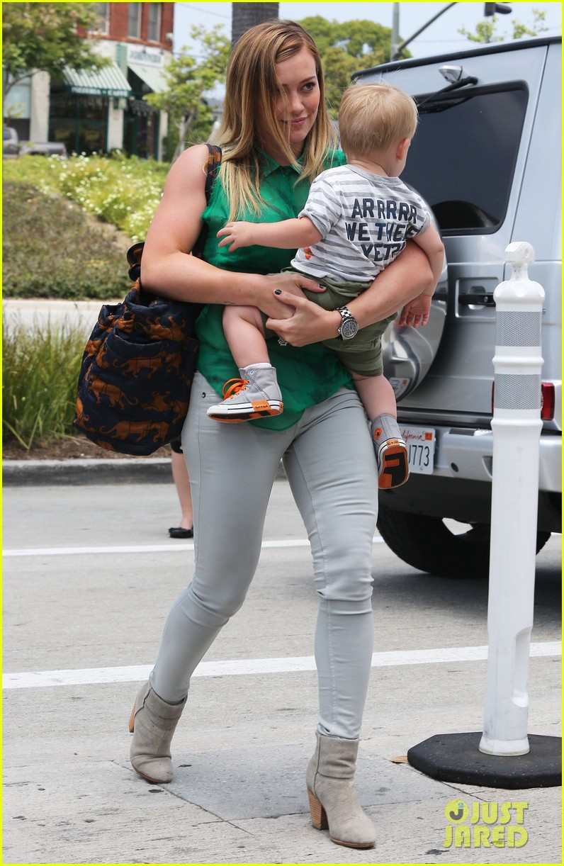 hilary duff feeling green with baby luca 032877276