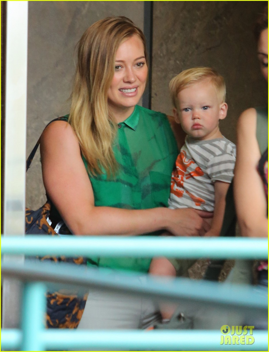 hilary duff feeling green with baby luca 042877277