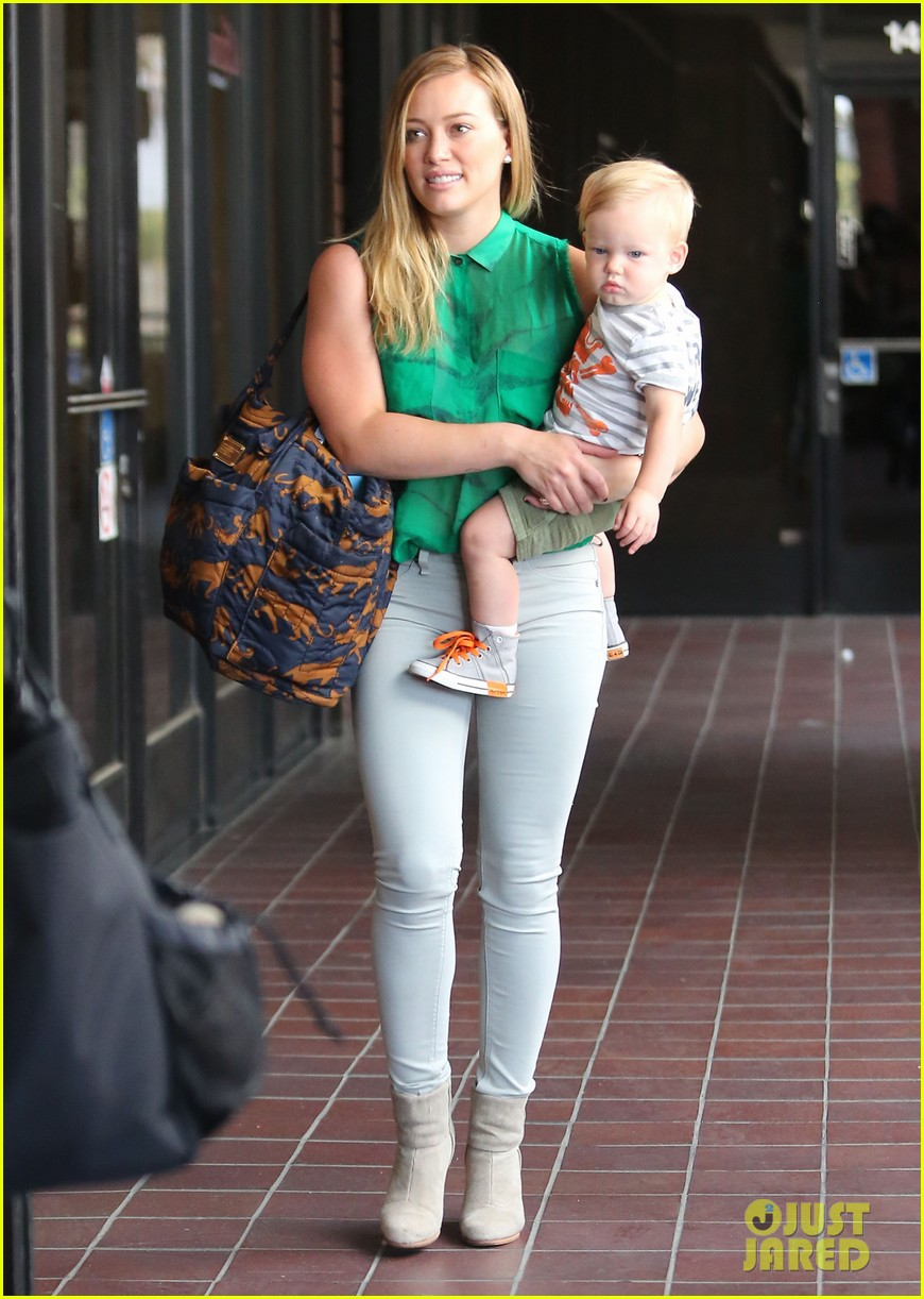 hilary duff feeling green with baby luca 052877278