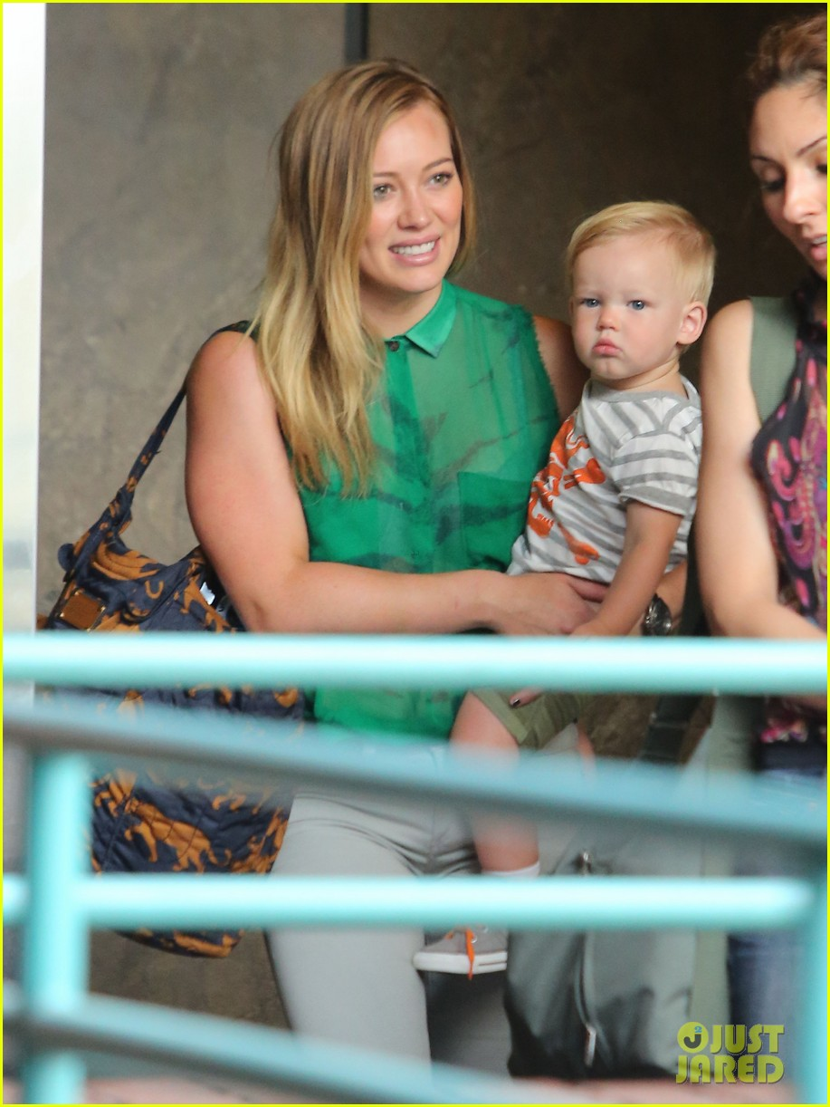 hilary duff feeling green with baby luca 062877279