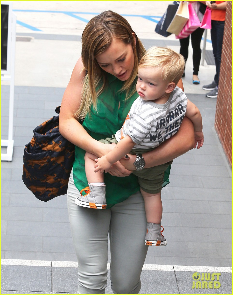 hilary duff feeling green with baby luca 08