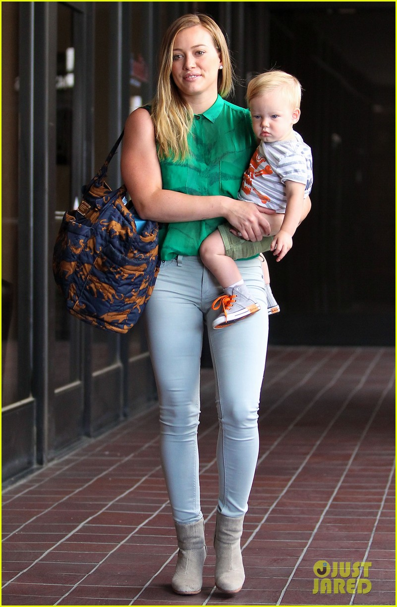 hilary duff feeling green with baby luca 092877282