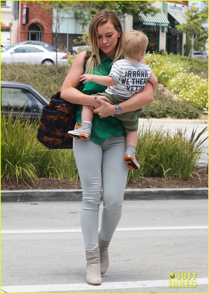 hilary duff feeling green with baby luca 112877284