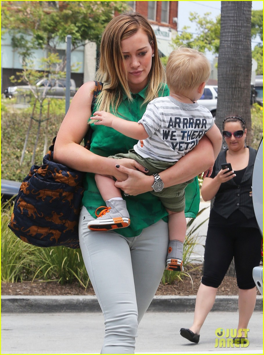 hilary duff feeling green with baby luca 122877285