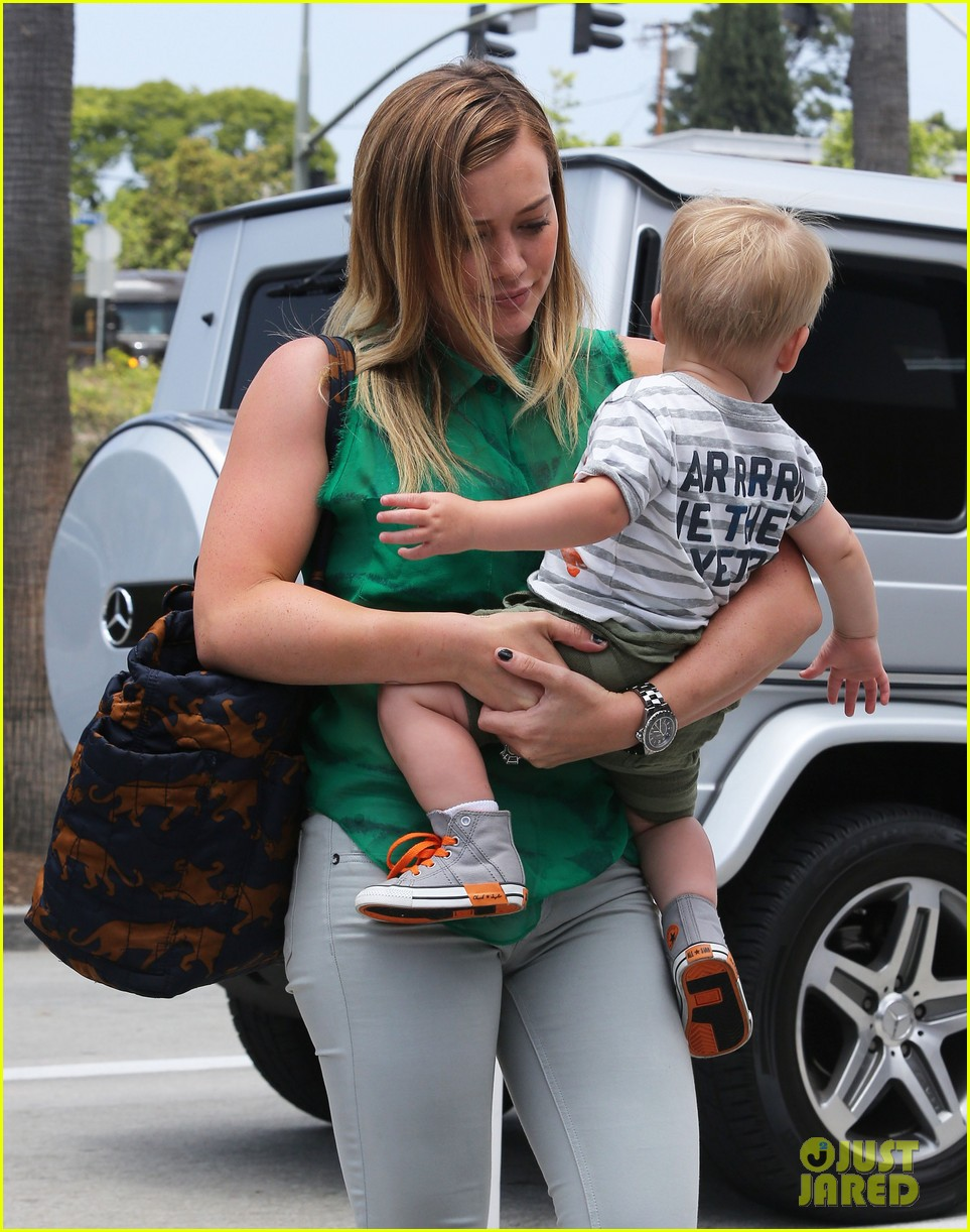hilary duff feeling green with baby luca 13