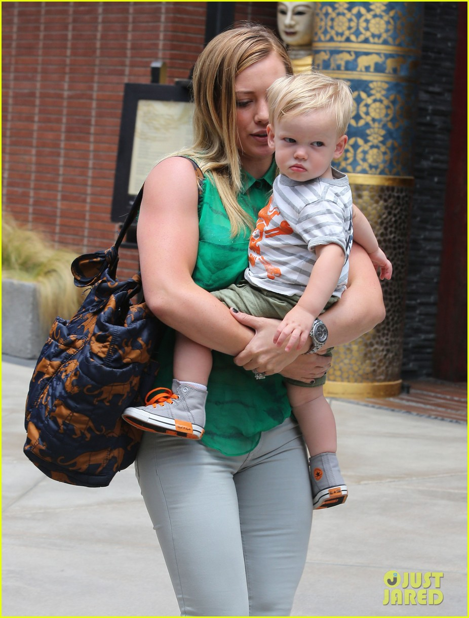 hilary duff feeling green with baby luca 152877288