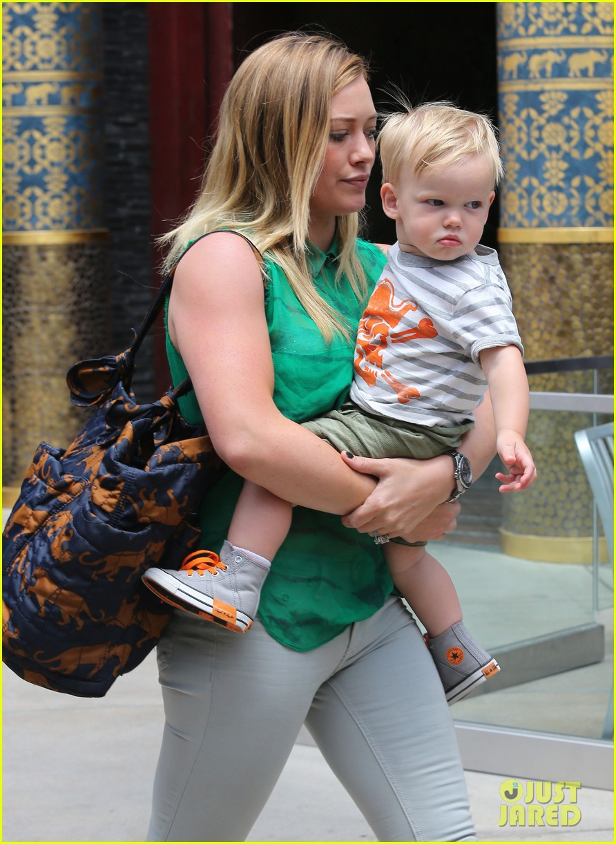 hilary duff feeling green with baby luca 16