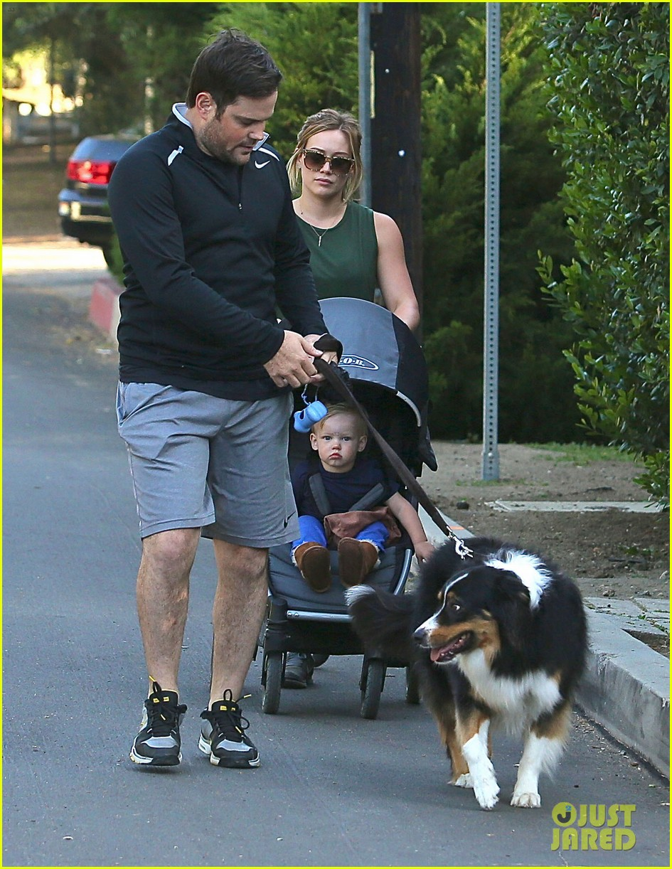 hilary duff mike comrie family hike with luca 032878261