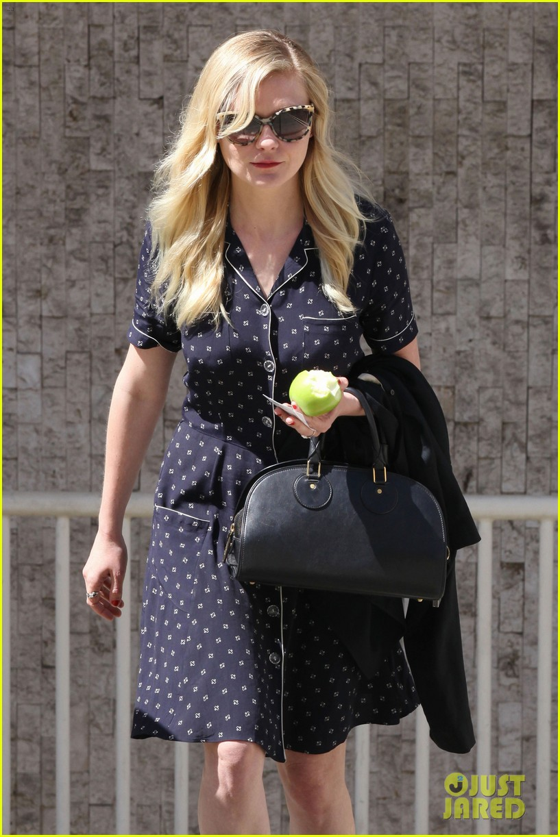 kirsten dunst cycling lady 032862847