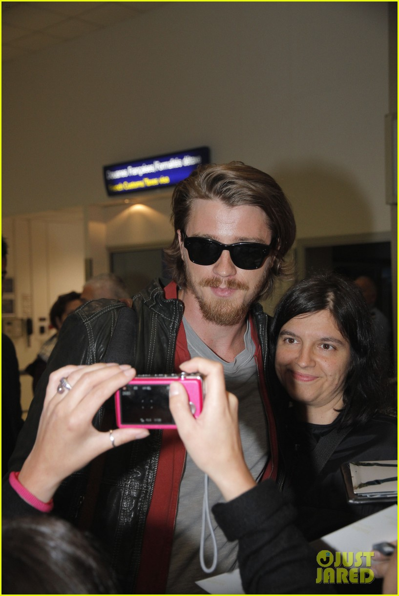 kirsten dunst garrett hedlund touch down for cannes 042873299
