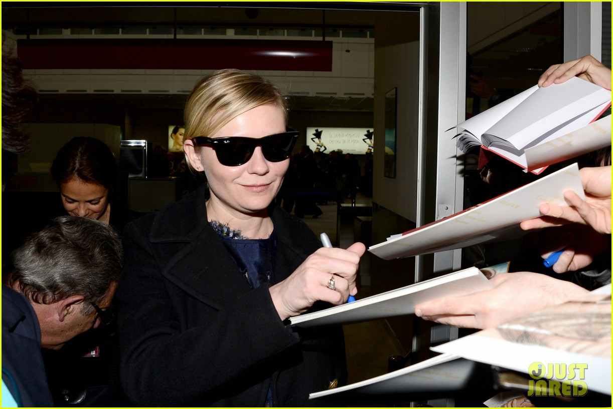 kirsten dunst garrett hedlund touch down for cannes 12