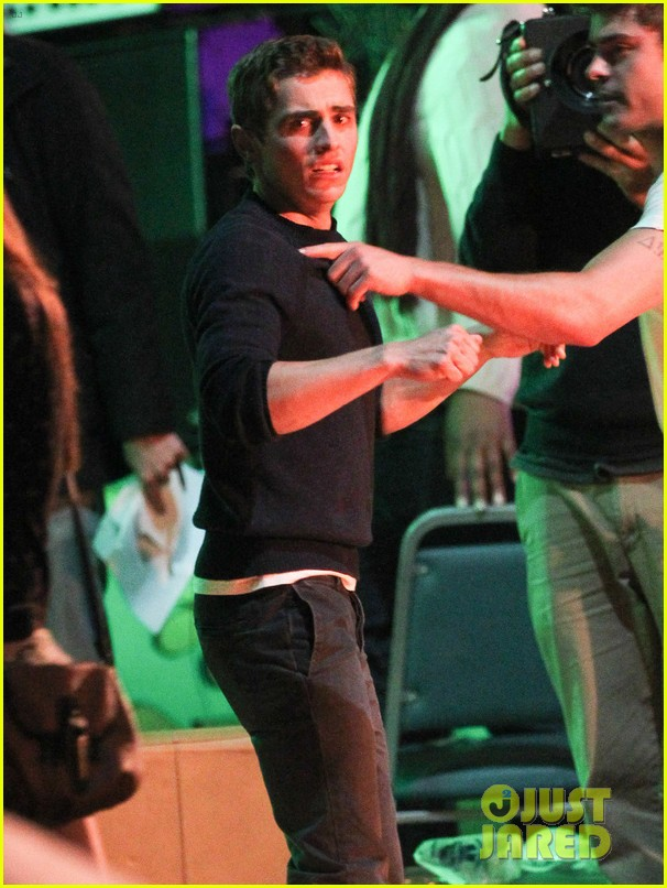 zac efron shows off his guns on townies set 022877246